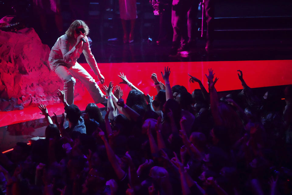 """The Kid Laroi performs """"Stay""""at the MTV Video Music Awards at Barclays Center on Sunday, Sept. 12, 2021, in New York. (Photo by Charles Sykes/Invision/AP)"""