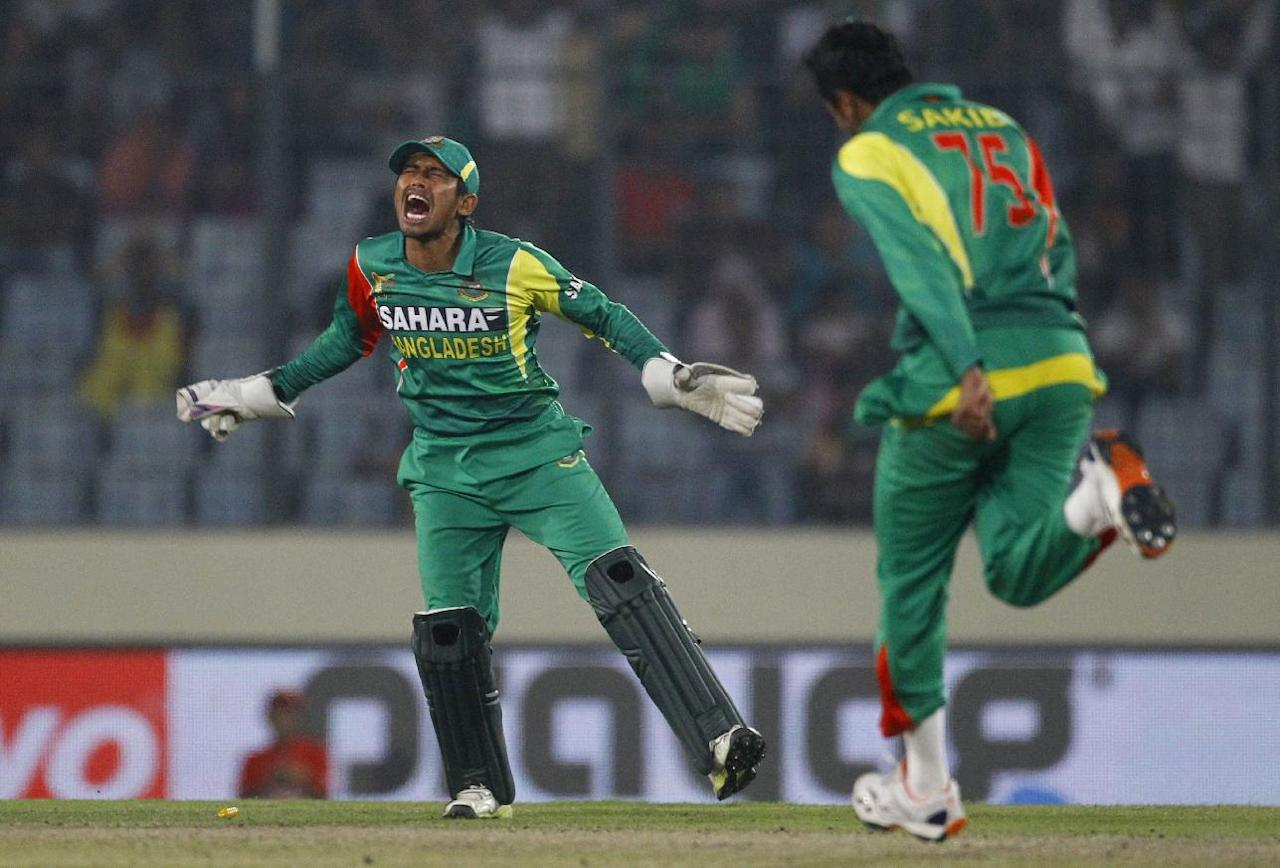 Bangladesh's Shakib Al Hasan, right, joins Anamul Haque as they celebrate the wicket of Pakistan's captain Misbah-ul-Haq during their matchin the Asia Cup one-day international cricket tournament in Dhaka, Bangladesh, Tuesday, March 4, 2014. (AP Photo/A.M. Ahad)
