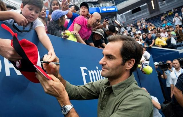 Swiss star Roger Federer, a 20-time Grand Slam winner seeking his first US Open title since 2008, signs autographs Friday for fans at Flushing Meadows (AFP Photo/Johannes EISELE)