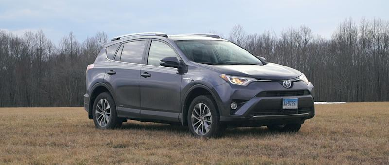 2016 toyota rav4 hybrid challenges small suv fuel economy leaders. Black Bedroom Furniture Sets. Home Design Ideas