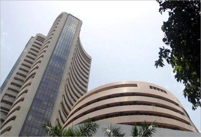 The 30-share Sensex, which rose over 131 points in morning trade and  hit the session's high of 35,678, quickly lost momentum and slumped to  hit the day's low of 35,396. It finally ended 114.94 points, or 0.32 per  cent lower at 35,432.<br />