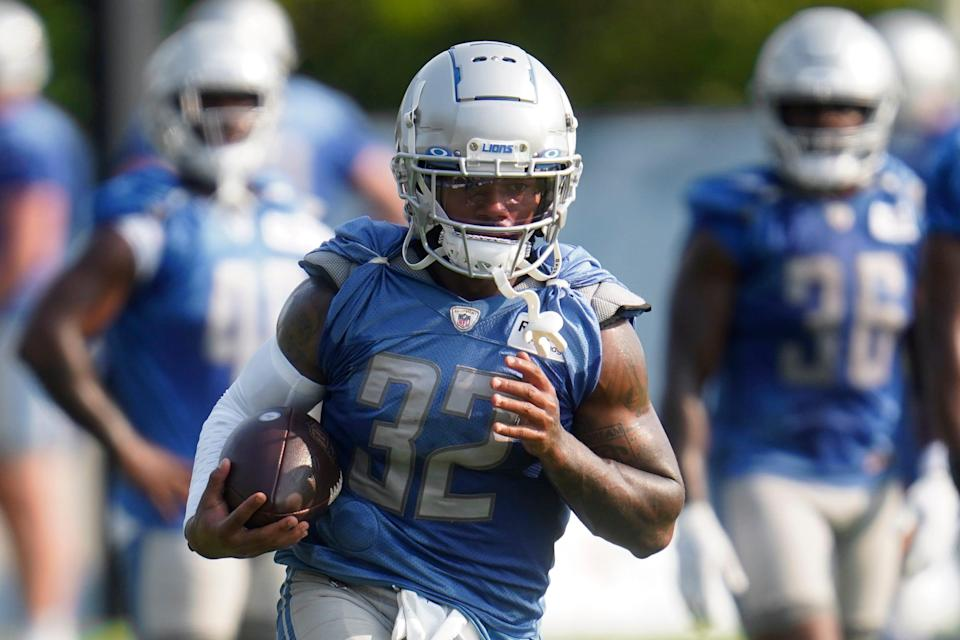 Lions running back D'Andre Swift runs the ball during training camp practice in Allen Park on Saturday, July 31, 2021.