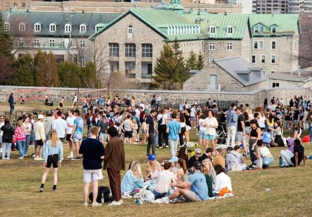 The warm weather on Thursday drew people outside in Montreal despite provincial restrictions on gathering. (Ryan Remiorz/The Canadian Press - image credit)