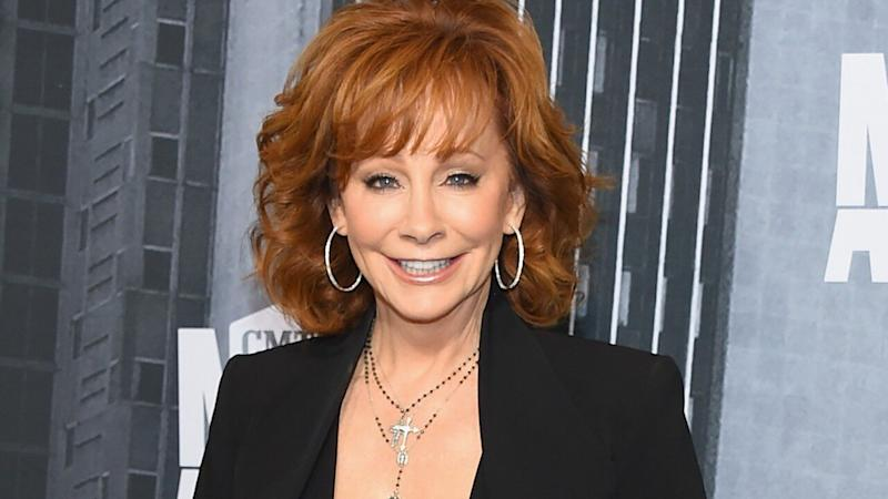 Reba Mcentire Christmas Guest.Reba Mcentire To Be Honored With Artist Of A Lifetime At Cmt