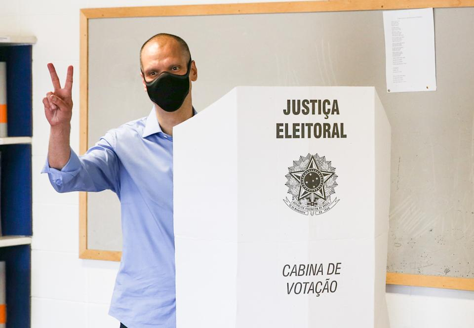 SAO PAULO, BRAZIL - NOVEMBER 15: Bruno Covas, candidate for mayor of the city of  Sao Paulo for the Brazilian Social Democracy Party (PSDB) wearing a protective mask gestures after voting during the municipal elections day on November 15, 2020 in Sao Paulo, Brazil. In Sao Paulo, 13 candidates are running for mayor, and about 2,000 candidates compete for one of the 55 vacancies in the Chamber for Councilman. (Photo by Alexandre Schneider/Getty Images)