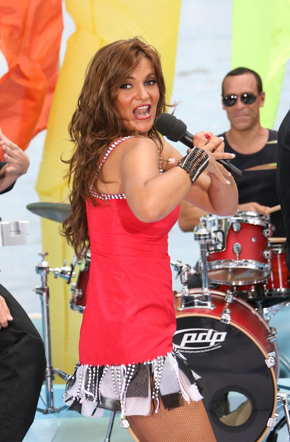 MIAMI - SEPTEMBER 01:  Mariana Seoane performs during Telefutura's Reventon del Dia del Trabajo at Bayside Marketplace on September 1, 2008 in Miami, Florida.  (Photo by Alexander Tamargo/Getty Images)