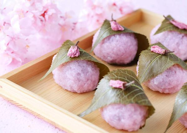 Sakura mocha is a type of confectionary made of sweet rice.
