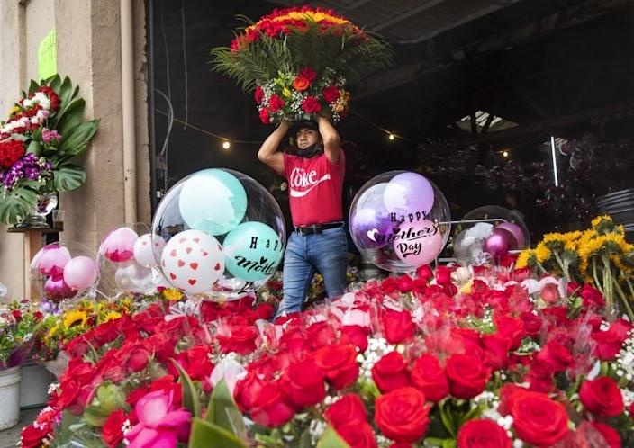 LOS ANGELES, CA - MAY 07, 2021: Fredi Santos, and employee at Pariso Floral flower shop on 8th St. in downtown Los Angeles, makes his way with with a floral arrangement for sale. Florists warn of flower shortage ahead of Mother's Day. (Mel Melcon / Los Angeles Times)
