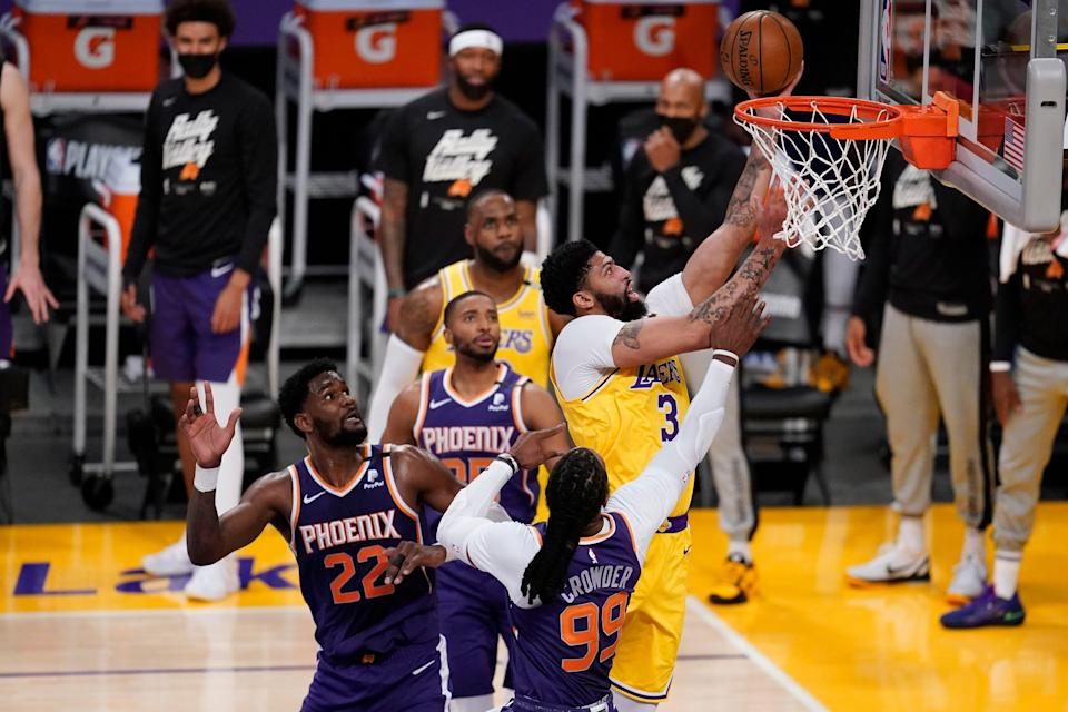 Anthony Davis scored a game-high 34 points for the Lakers.