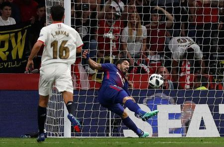 Soccer Football - Spanish King's Cup Final - FC Barcelona v Sevilla - Wanda Metropolitano, Madrid, Spain - April 21, 2018 Barcelona's Luis Suarez scores their first goal REUTERS/Juan Medina