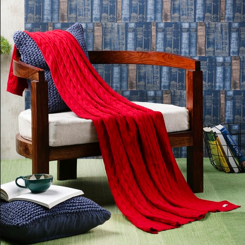 "Rug up in the chunky knit of this <a href=""https://fave.co/2LiLphw""><strong>cotton throw by Pluchi</strong></a>. <em>Rs.1,799 on offer.</em> <a href=""https://fave.co/2LiLphw""><strong>Christmas Sale!</strong></a>"