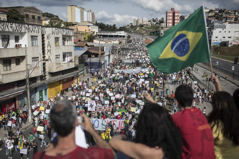 Brazil: Thousands protest anew, but crowds smaller