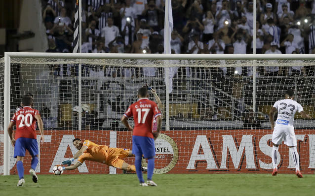 Goalkeeper Esteban Nestor Conde of Uruguay's Nacional stops a penalty kicked by Arthur Gomes of Brazil's Santos, right, during a Copa Libertadores soccer match in Sao Paulo, Brazil, Thursday, March 15, 2018. (AP Photo/Andre Penner)