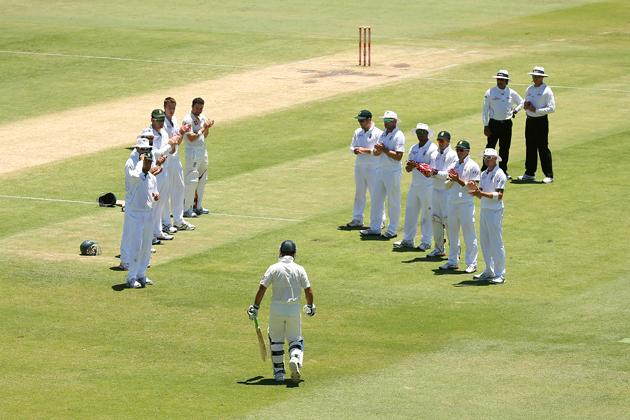 Ricky Ponting of Australia walks through a South African player guard of honour as he heads onto the field to bat during day four of the Third Test Match between Australia and South Africa at WACA on December 3, 2012 in Perth, Australia.  (Photo by Cameron Spencer/Getty Images)