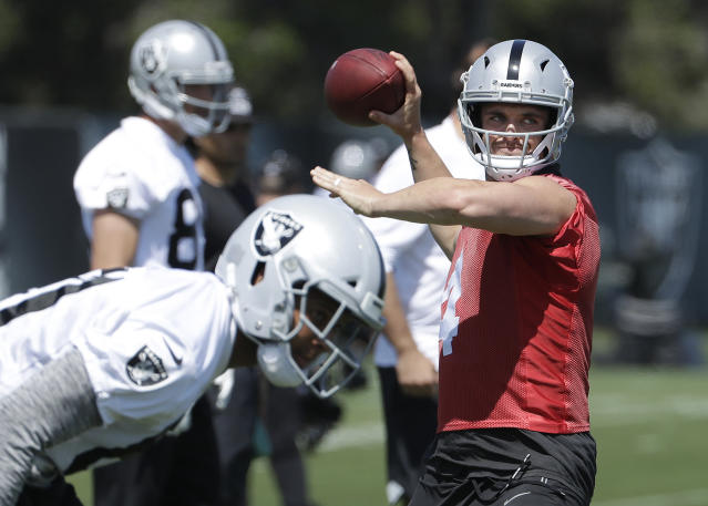 "Back to full health, <a class=""link rapid-noclick-resp"" href=""/nfl/players/27564/"" data-ylk=""slk:Derek Carr"">Derek Carr</a> looks to make a value leap. (AP Photo/Jeff Chiu)"