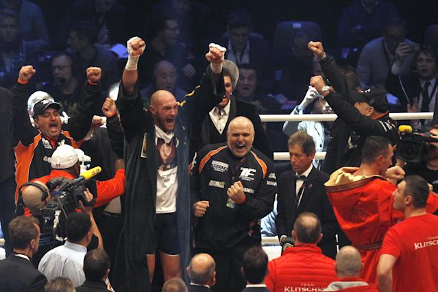 Boxing - Wladimir Klitschko v Tyson Fury WBA, IBF & WBO Heavyweight Title's - Esprit Arena, Dusseldorf, Germany - 28/11/15 Tyson Fury celebrates after being declared the winner of the fight as Wladimir Klitschko looks dejected Reuters / Ina Fassbender Livepic