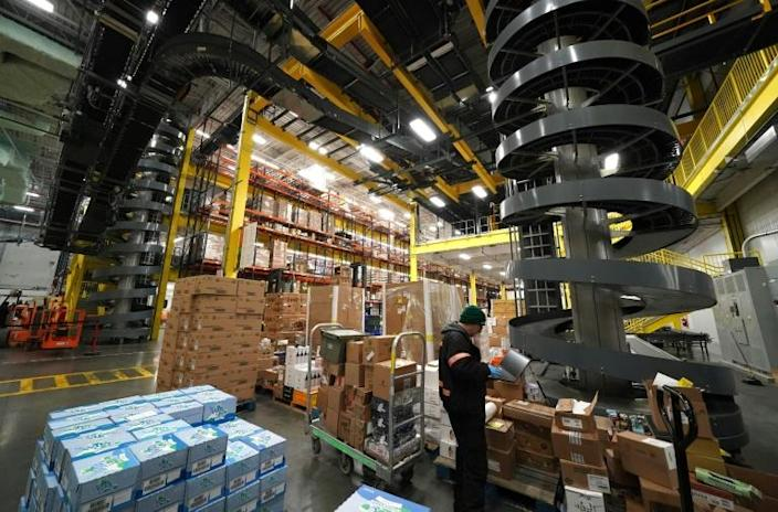 """With its digital system, the company can handle """"thousands"""" of daily orders (AFP Photo/TIMOTHY A. CLARY)"""