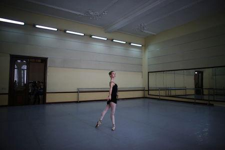 Catherine Conley, the first American to study at Cuba's prestigious National Ballet School (ENB) practices during a lesson in Havana, Cuba. REUTERS/Alexandre Meneghini