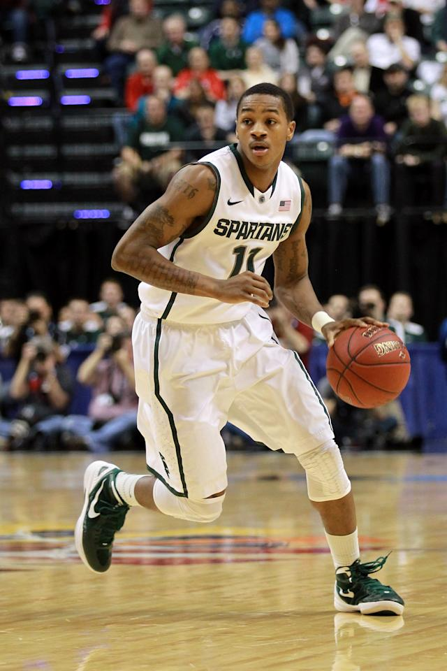 INDIANAPOLIS, IN - MARCH 11:  Keith Appling #11 of the Michigan State Spartans drives against the Ohio State Buckeyes during the Final Game of the 2012 Big Ten Men's Conference Basketball Tournament at Bankers Life Fieldhouse on March 11, 2012 in Indianapolis, Indiana.  (Photo by Andy Lyons/Getty Images)