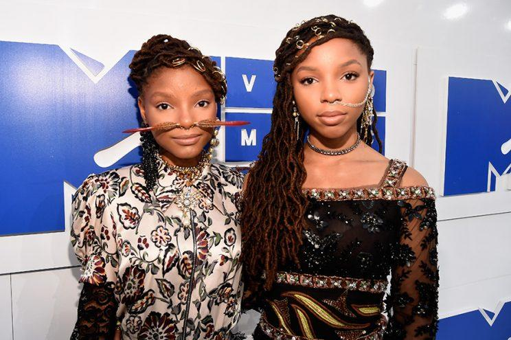 Chloe and Halle Bailey wore hair rings on the MTV VMAs red carpet. (Photo: Getty)
