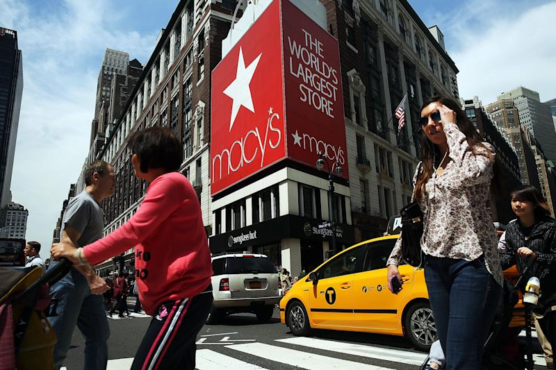 Comparable sales fall again at Macy's