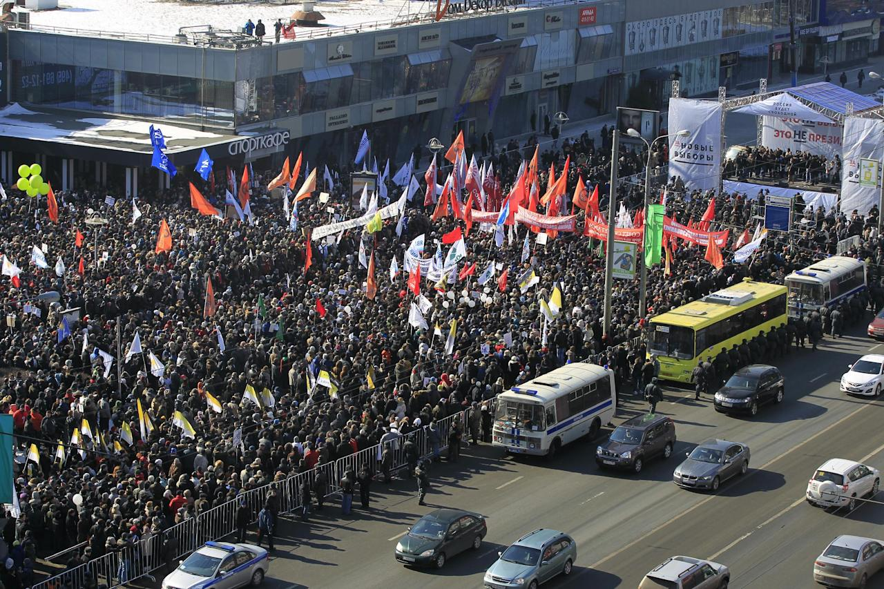 A general view of the opposition rally in Moscow, Saturday, March, 10, 2012. Up to 10,000 protesters flocked to a central Moscow avenue Saturday to demand Vladimir Putin's resignation and protest electoral fraud. (AP Photo/Sergey Ponomarev)