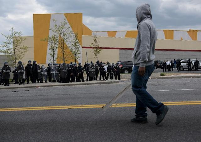 Police form a line near Mondawmin Mall on April 27, 2015 in Baltimore, Maryland (AFP Photo/Brendan Smialowski)