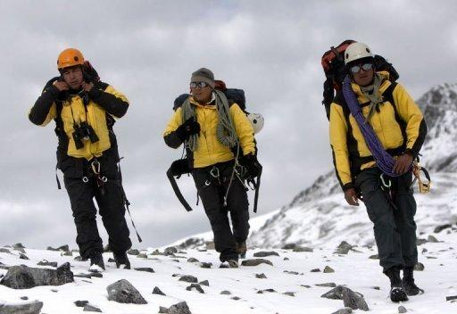 A Peruvian police high mountain rescue team