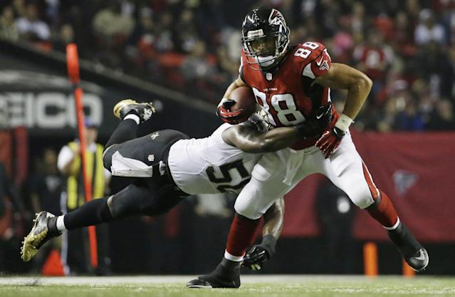 Atlanta Falcons tight end Tony Gonzalez (88) is tackled by New Orleans Saints middle linebacker Curtis Lofton (50) during the second half of an NFL football game, Thursday, Nov. 21, 2013, in Atlanta. (AP Photo/David Goldman)