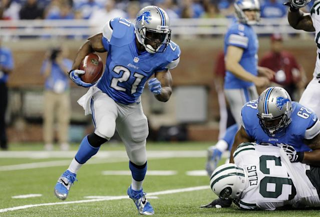 Detroit Lions running back Reggie Bush runs during the first quarter of a preseason NFL football game against the New York Jets at Ford Field in Detroit, Friday, Aug. 9, 2013. (AP Photo/Paul Sancya)