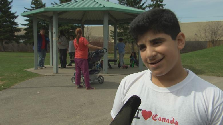 Syrian refugees clean Ottawa park to say thank you to community that welcomed them
