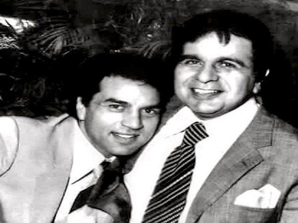 Dharmendra Deol with Dilip Kumar (Image source: Twitter)