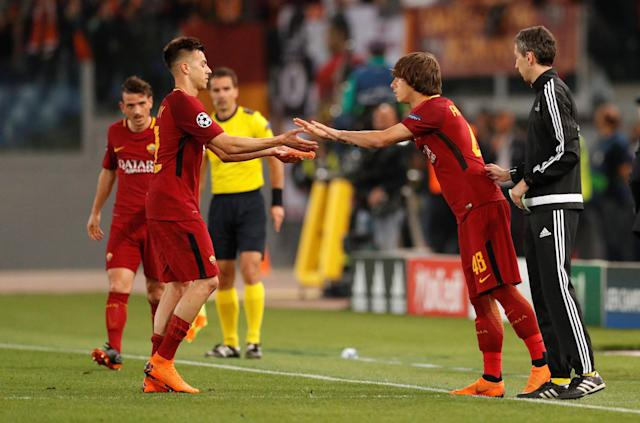 Soccer Football - Champions League Semi Final Second Leg - AS Roma v Liverpool - Stadio Olimpico, Rome, Italy - May 2, 2018 Roma's Mirko Antonucci comes on as a substitute to replace Stephan El Shaarawy Action Images via Reuters/John Sibley