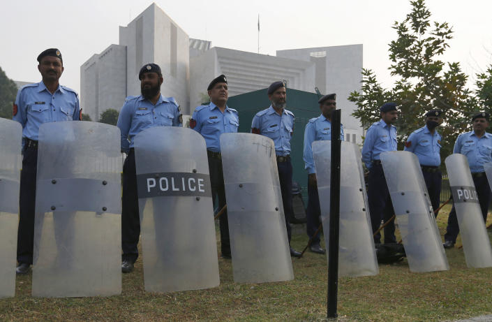 <em>Security has been beefed up outside the supreme court in Islamabad (Picture: AP Photo/Anjum Naveed)</em>