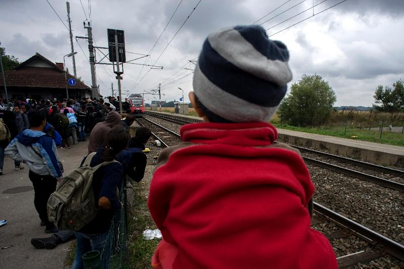 Hundreds of migrants await a train on September 11, 2015 in Nickelsdorf, Austria, at the border with Hungary (AFP Photo/Joe Klamar)