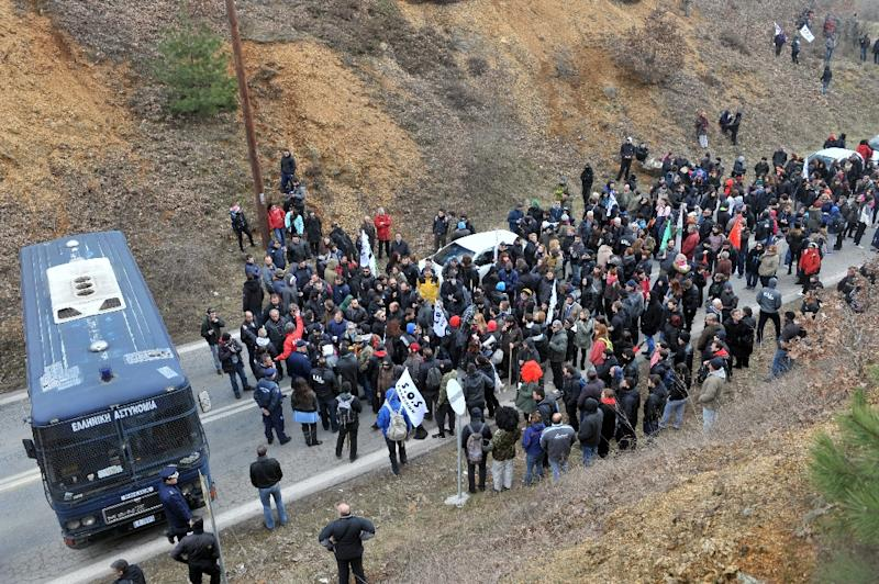 A police bus blocks a road as gold mine workers protest against the government's plan to scrap a gold mine project in the Halkidiki peninsula, northern Greece, in Skouries on February 15, 2015 (AFP Photo/Sakis Mitrolidis)