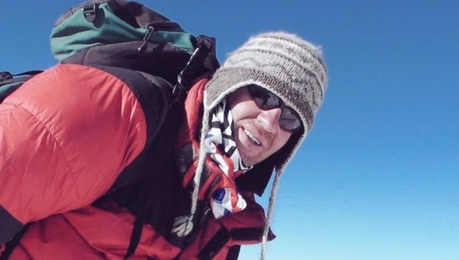 rity A terminally-ill cancer patient, who was told he had only months to live, has made a defiant, inspiring and courageousclimb to the summit of Mount Everest, and planted the flag of his football rivals, all for charity. In the eventreported by BBC News, 47-year-old Sheffield Wednesday fanIan Toothill said he believes he is the first cancer patient to scale the world's highest mountain, as he reflected on the climb which saw him put the flag of Sheffield United into the ground when he...