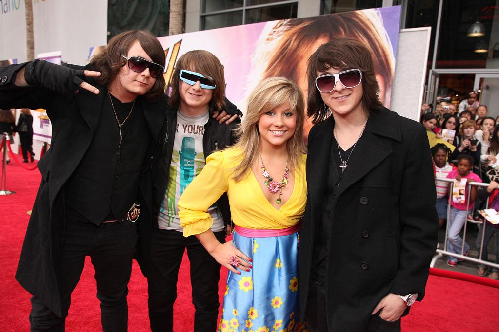 "Gymnast <a href=""http://movies.yahoo.com/movie/contributor/1809072118"">Shawn Johnson</a> and <a href=""http://movies.yahoo.com/movie/contributor/1808640620"">Mitchel Musso</a> at the Los Angeles premiere of <a href=""http://movies.yahoo.com/movie/1810025272/info"">Hannah Montana The Movie</a> - 04/02/2009"