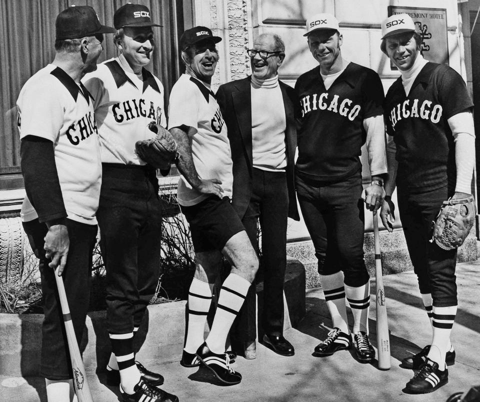 "FILE - Five retired Major League baseball players appear in Chicago, in this Tuesday, March 10, 1976, file photo, with Chicago White Sox owner Bill Veeck as they showed new uniforms that the White Sox will be wearing. Three home game uniforms at left are worn by, from left, Bill ""Moose"" Skowron, Mo Drabowski and Jim K. Rivera, wearing a home hot weather uniforms At right are the road uniforms worn by Dave Nicholson and Dan Osinski. (AP Photo/Lo, File)"