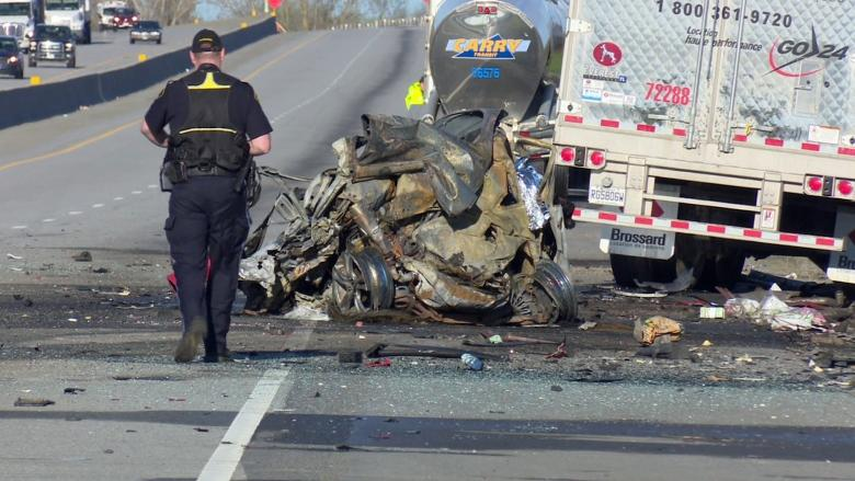 4 killed, 2 hurt in seven-vehicle crash on Highway 401