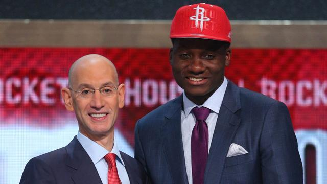 Rockets sign rookie Clint Capela