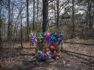 A 2015 memorial for Jessica Chambers at the site of her death in Courtland, Mississippi.