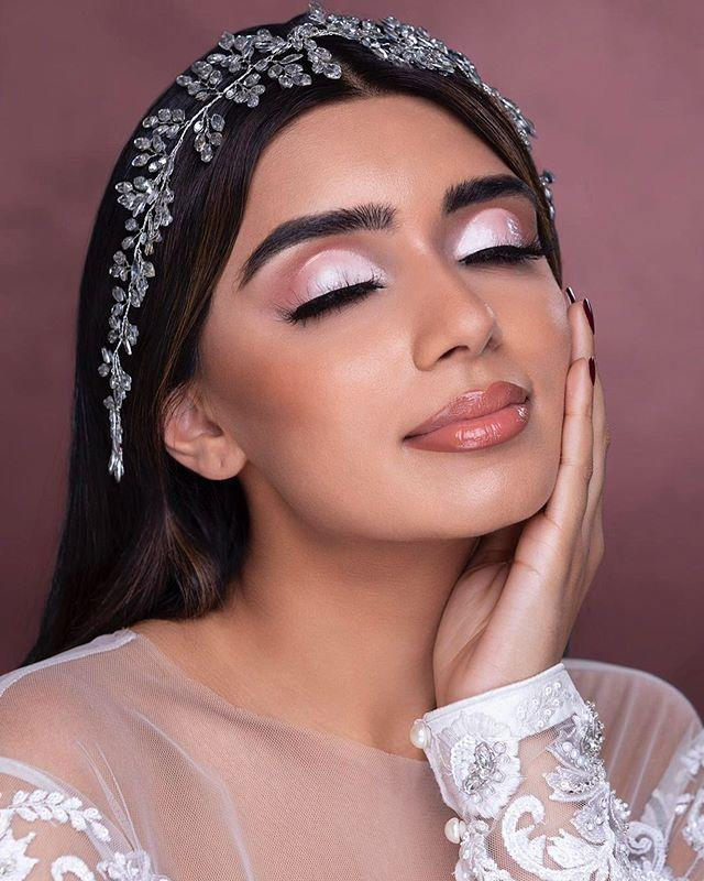 """<p>Blush and bronze tones give dimension to this shimmery look that's appropriate for day and night.</p><p><a class=""""link rapid-noclick-resp"""" href=""""https://www.amazon.com/Eyeshadow-Glitter-Shimmer-Pigmented-Waterproof/dp/B082DCMKKV/r?tag=syn-yahoo-20&ascsubtag=%5Bartid%7C10050.g.34534998%5Bsrc%7Cyahoo-us"""" rel=""""nofollow noopener"""" target=""""_blank"""" data-ylk=""""slk:SHOP GLITTER EYESHADOW STICKS"""">SHOP GLITTER EYESHADOW STICKS</a></p><p><a href=""""https://www.instagram.com/p/B6fV0NHHoo4/?utm_source=ig_embed&utm_campaign=loading"""" rel=""""nofollow noopener"""" target=""""_blank"""" data-ylk=""""slk:See the original post on Instagram"""" class=""""link rapid-noclick-resp"""">See the original post on Instagram</a></p>"""