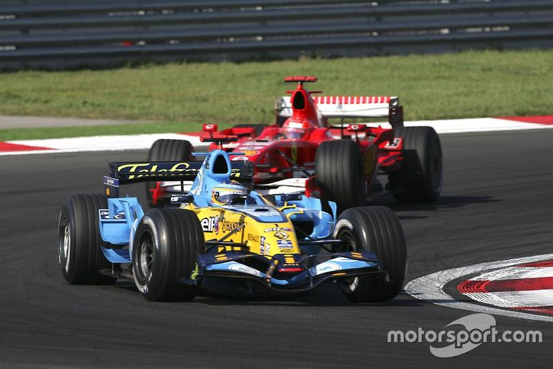 "Fernando Alonso, Renault R26, Michael Schumacher, Ferrari 248 F1<span class=""copyright"">Charles Coates / Motorsport Images</span>"
