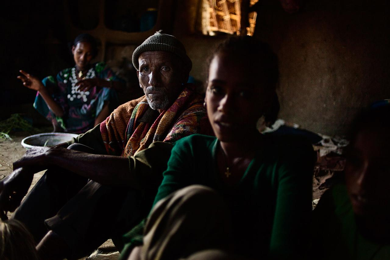 <p>Abaynesh (on the left) with her sister-in-law and father-in-law in Gindero in Amhara Ethiopia, in October 2016. (Photo: José Colón/MeMo) </p>