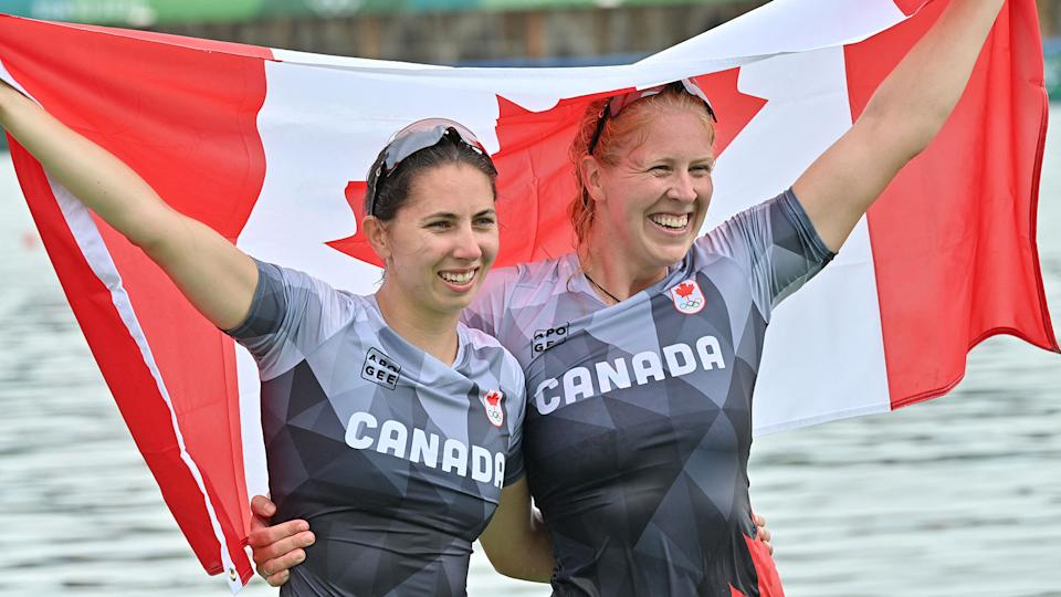 Canada's Laurence Vincent-Lapointe (right) and Katie Vincent have made history. ((Photo by LUIS ACOSTA/AFP via Getty Images)