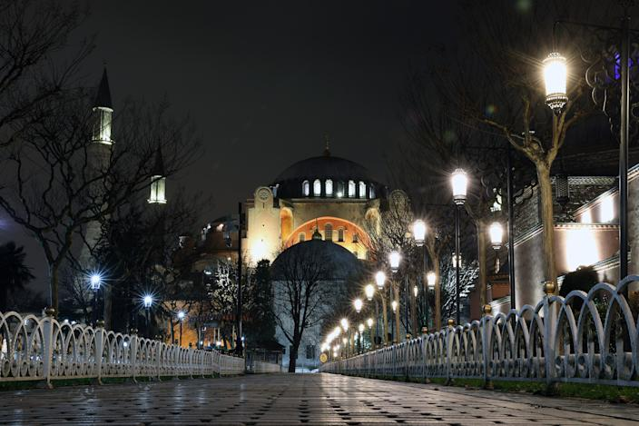 ISTANBUL, TURKEY - DECEMBER 17: Surroundings of Hagia Sophia Grand Mosque remain empty after a general curfew imposed every weeknight from 9 p.m. to 5 a.m. within measures against a second wave of the coronavirus (COVID-19) pandemic in Istanbul, Turkey on December 17, 2020. (Photo by Arif Hudaverdi Yaman/Anadolu Agency via Getty Images)