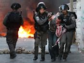 Israeli security forces arrest a man during clashes in the Palestinian neighborhood of Shuafat in east Jerusalem on October 5, 2015 (AFP Photo/Ahmad Gharabli)