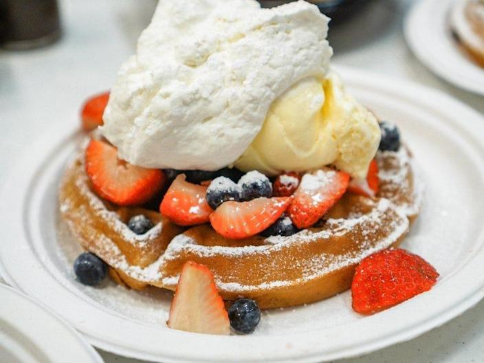 waffle and berry