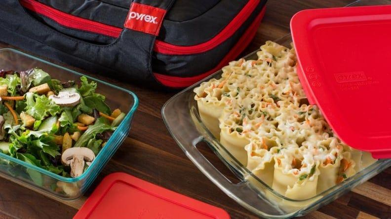 This bakeware set is ideal for transporting hot and cold foods.